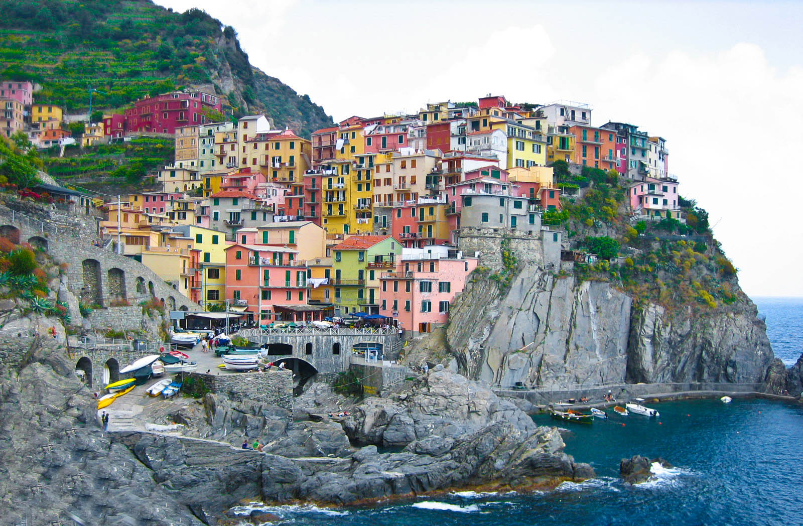 Photo of the week bright colours of cinque terre the for Hotels 5 terres italie